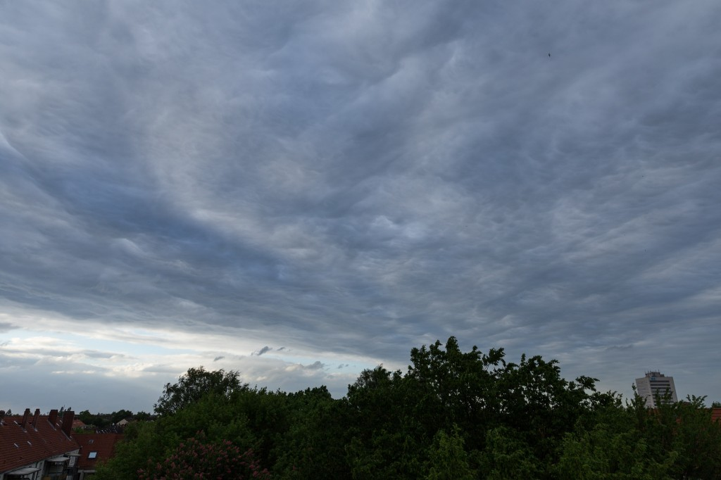 Wolkenformation über Hannover am 12. Mai 2015 um 19:21 Uhr MESZ (Bild: B. Knispel)