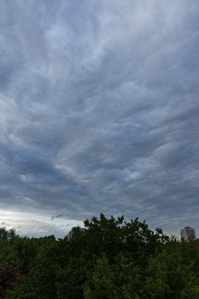 Wolkenformation über Hannover am 12. Mai 2015 um 19:22 Uhr MESZ (Bild: B. Knispel)