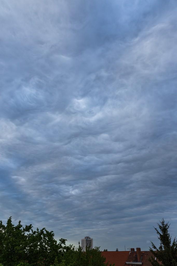 Wolkenformation über Hannover am 12. Mai 2015 um 19:23 Uhr MESZ (Bild: B. Knispel)