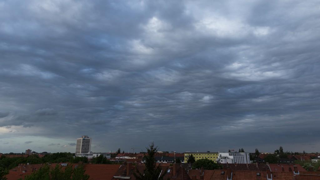 Wolkenformation über Hannover am 12. Mai 2015 um 19:29 Uhr MESZ (Bild: B. Knispel)