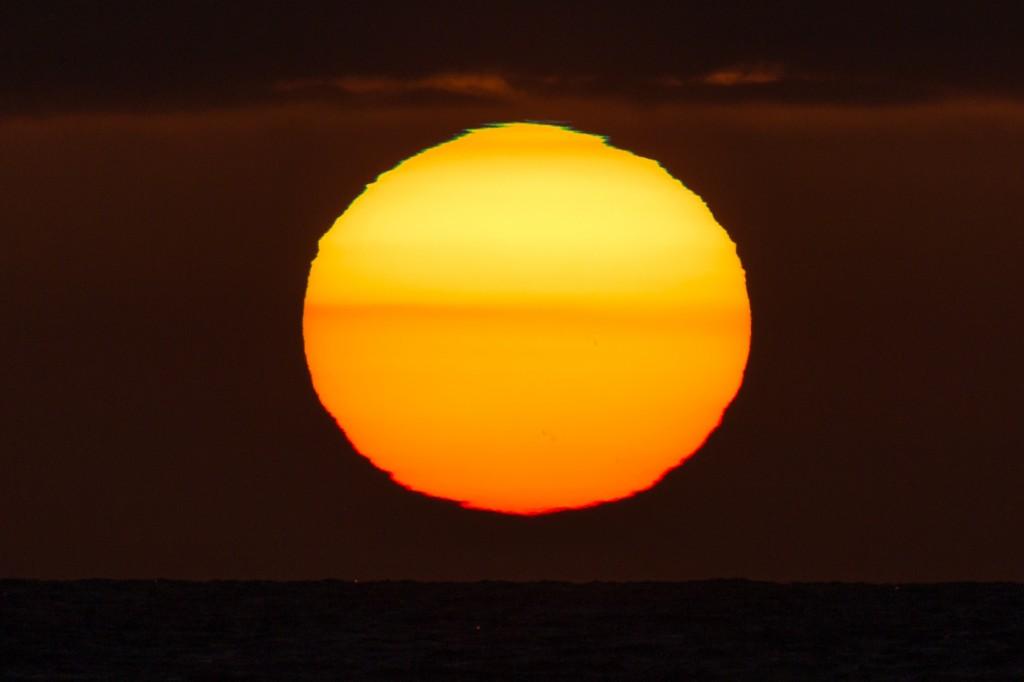 Grüner (oben) und roter (unten) Saum an der Sonne um 21:21:49 Uhr MESZ. (Bild: B. Knispel)