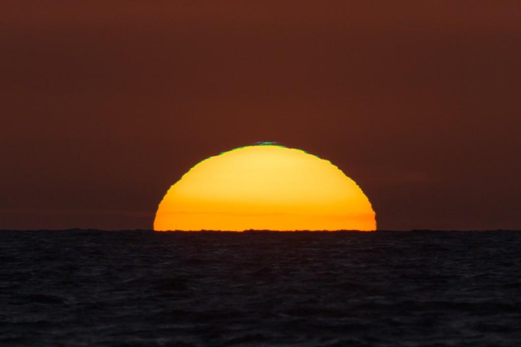 Grünblaues Segment bei Sonnenuntergang um 21:25:15 Uhr MESZ. (Bild: B. Knispel)