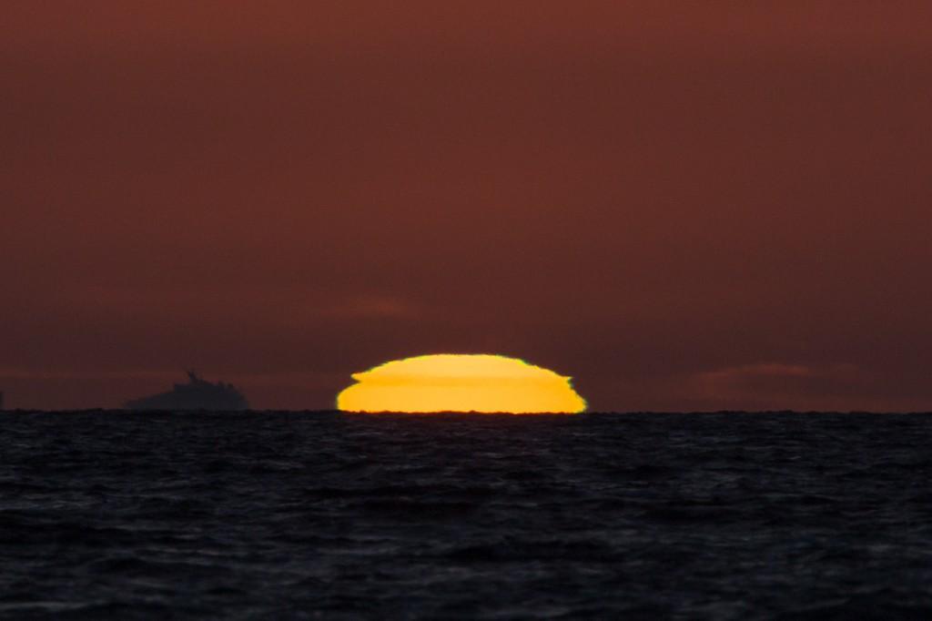 """Die durch die Refraktion """"geplättete"""" Sonne um 21:26:32 Uhr MESZ. (Bild: B. Knispel)"""