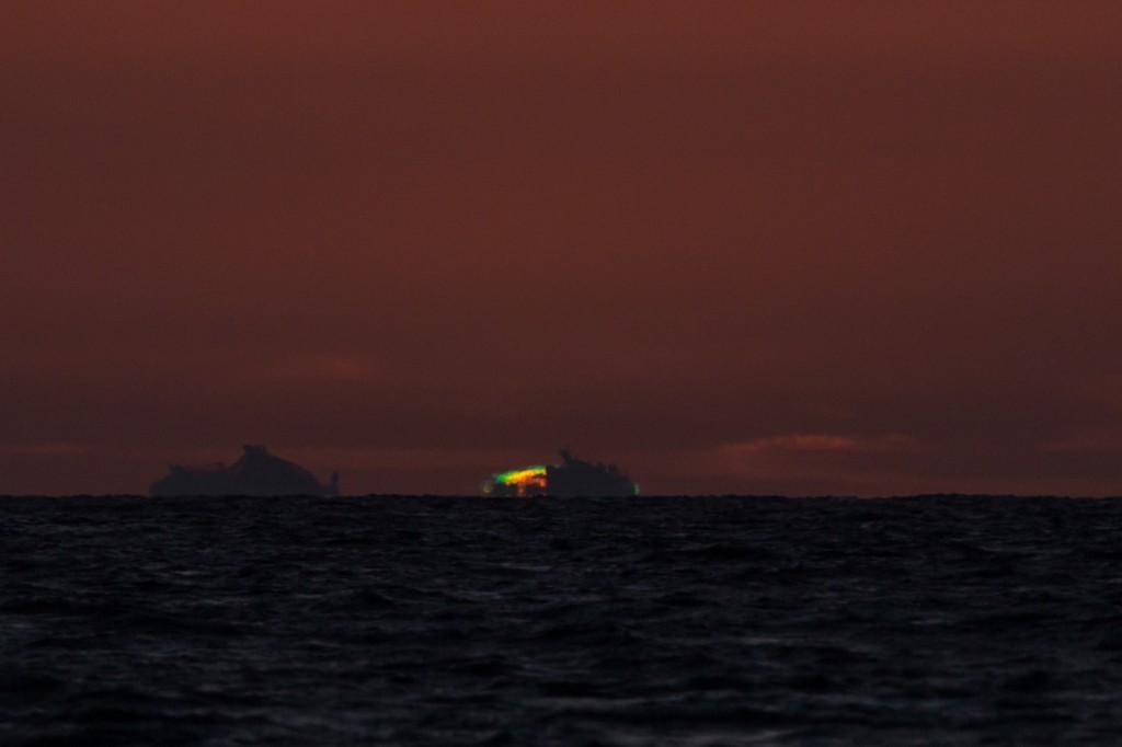 Die Sonne ist fast verschwunden und wird um 21:26:55 Uhr MESZ noch von einem Schiff verfinstert. (Bild: B. Knispel)