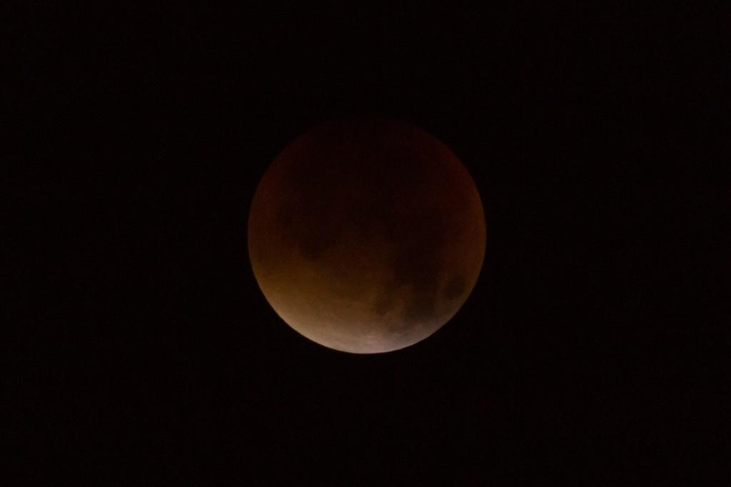 4:16 Uhr MESZ, die Totalität hat begonnen, aber die Wolken werden immer dichter und verhindern in Hannover weitere Beobachtungen der Mondfinsternis. (Bild: B. Knispel)