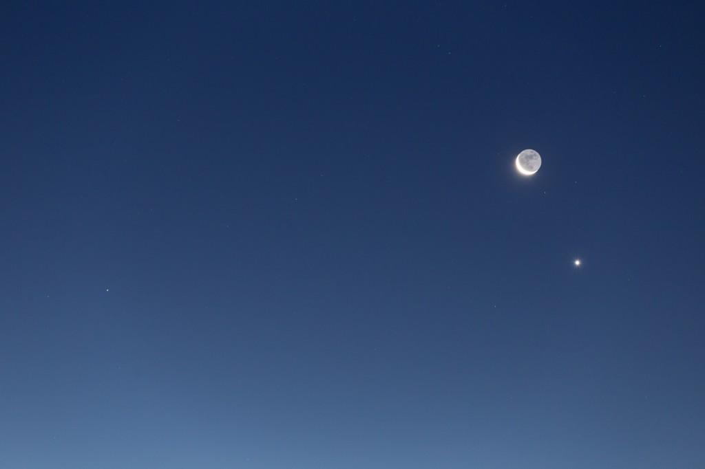 Das Trio aus Mond, Venus und Mars im Detail am 10. September. (Bild: B. Knispel)