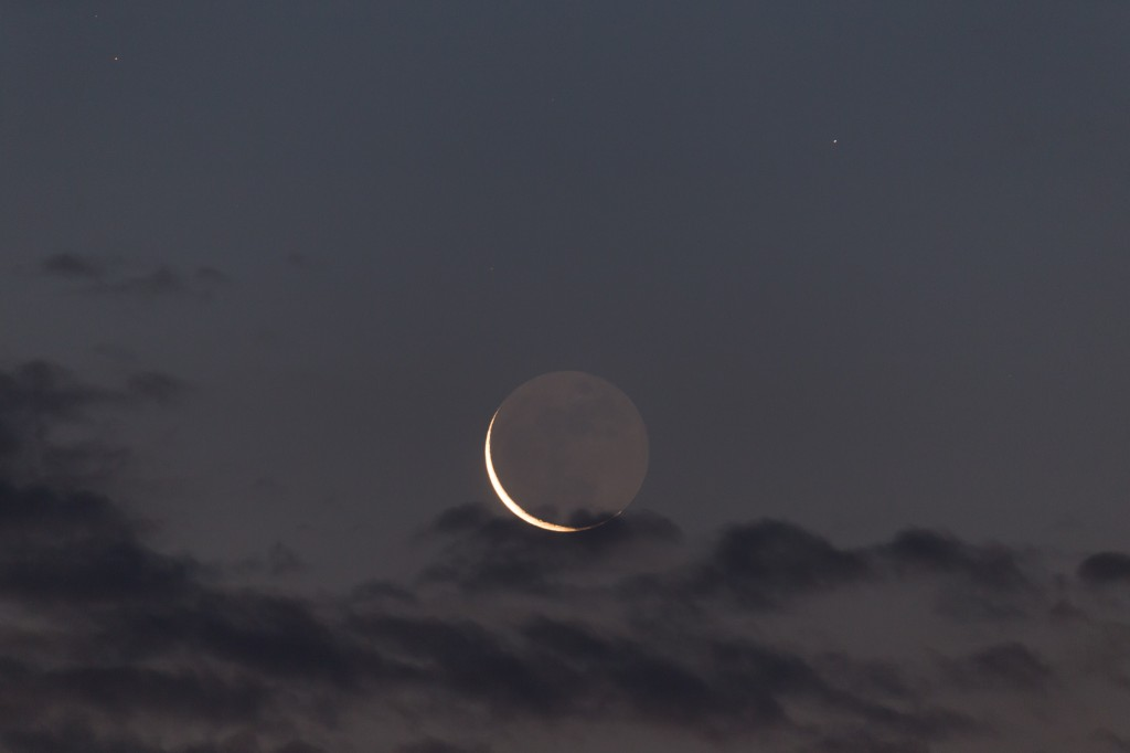 Mondsichel mit Wolken am 11. September um 5:49 Uhr MESZ (Bild: B.Knispel)