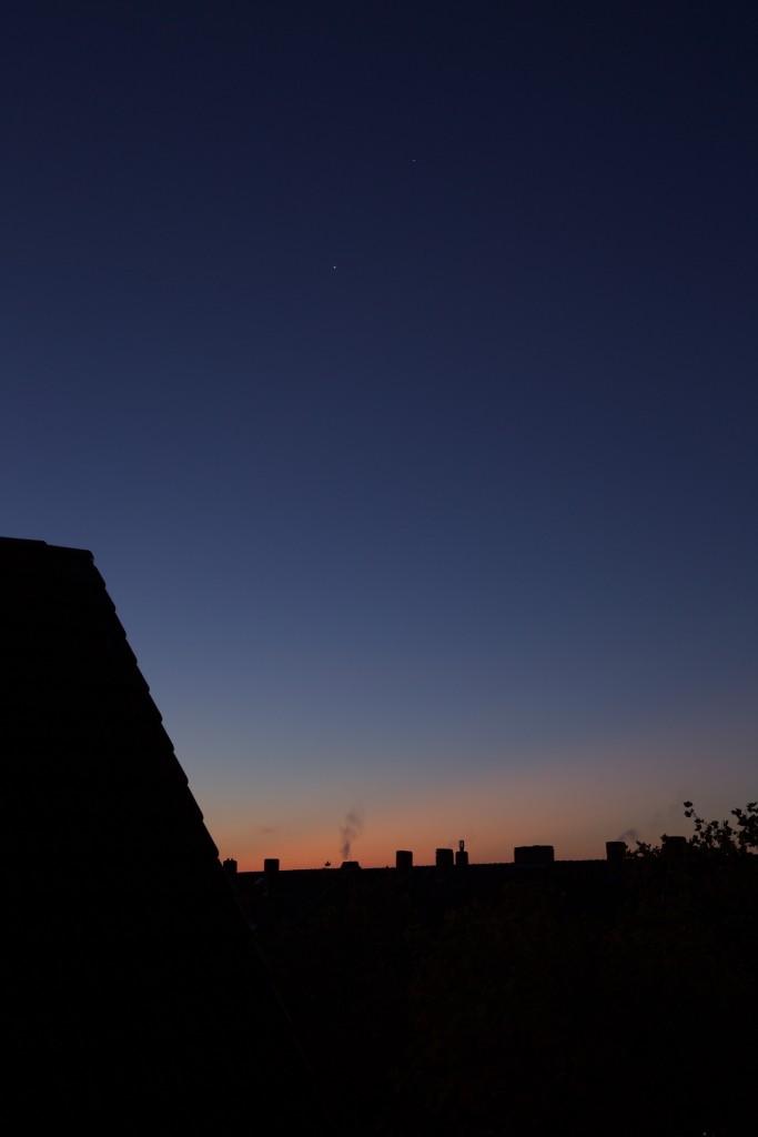 Venus und Mars in der beginnenden Morgendämmerung am 2.11. (Bild: B. Knispel)