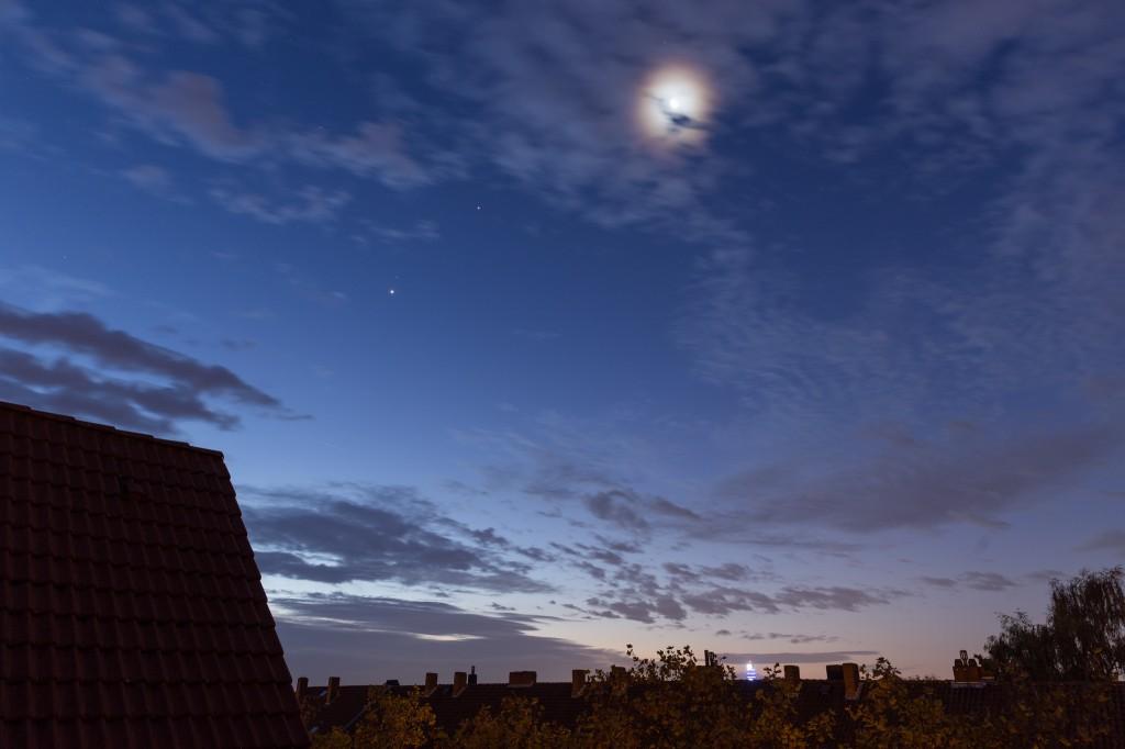 Der Mond besucht die himmlische Dreiecksbeziehung von Venus, Mars und Jupiter. (Bild: B. Knispel)