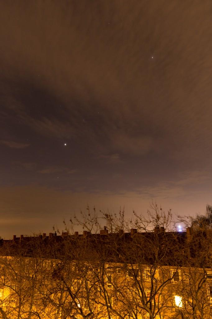 Drei Planeten am leicht wolkigen und lichtverschmutzten Himmel Hannovers am 24.11. um 6:23 Uhr MEZ. (Bild: B. Knispel)