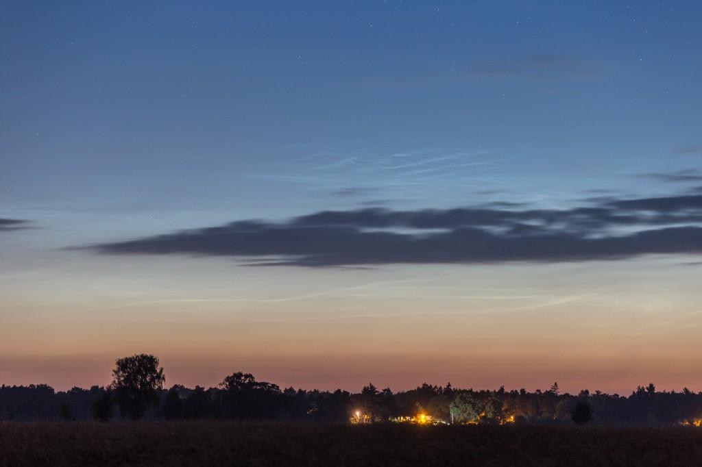 Leuchtende Nachtwolken um 3:05 MESZ, fotografiert aus Elze (Wedemark). (Bild: B. Knispel)