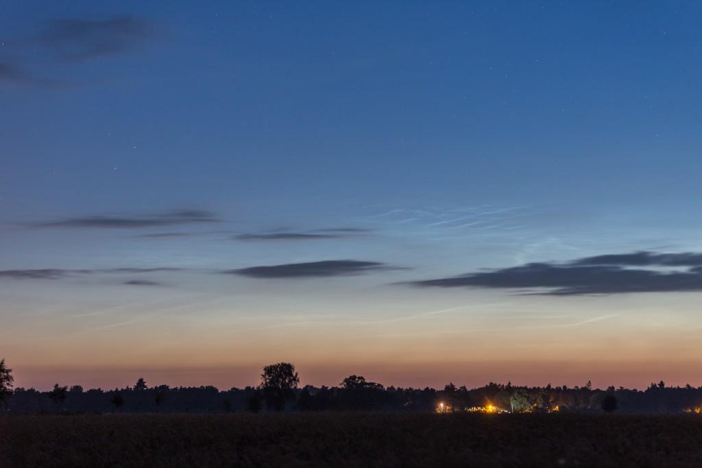 Leuchtende Nachtwolken um 3:07 MESZ, fotografiert aus Elze (Wedemark). (Bild: B. Knispel)