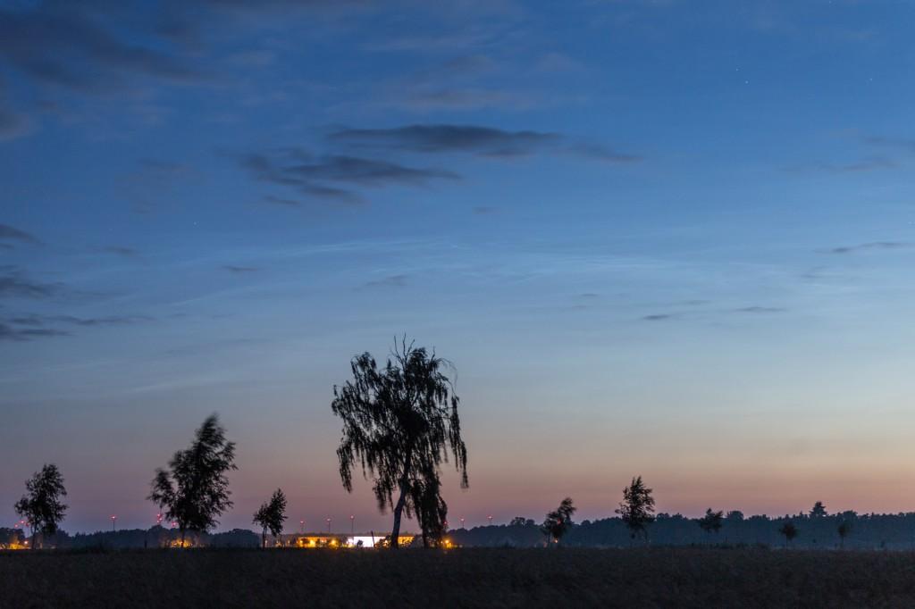 Leuchtende Nachtwolken um 3:31 MESZ, fotografiert aus Elze (Wedemark). (Bild: B. Knispel)