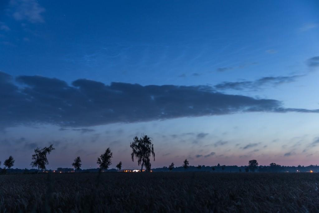 Schöne Wellenstrukturen in den Leuchten Nachtwolken um 3:54 Uhr MESZ am unteren Rand des Großen Wagens. (Bild: B. Knispel)