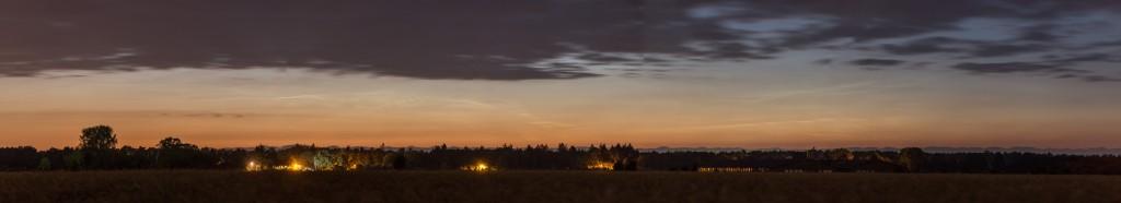 Panorama der Leuchtenden Nachtwolken um 2:47 Uhr MESZ. (Bild: B.Knispel)