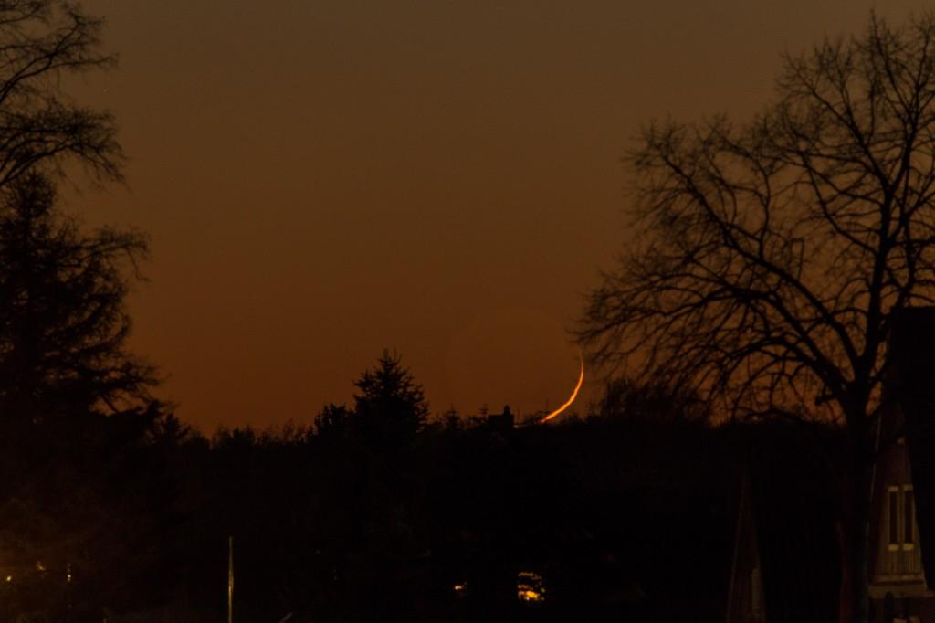 Und weg ist die Mondsichel bald nach 17:37 Uhr MEZ. Bild: B. Knispel