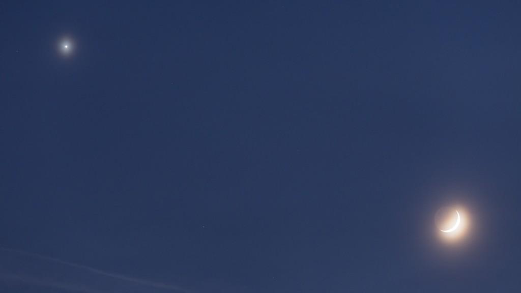 """Venus und Mond in der """"Nahansicht"""" gegen 17:20 Uhr MEZ. Bild: B. Knispel"""