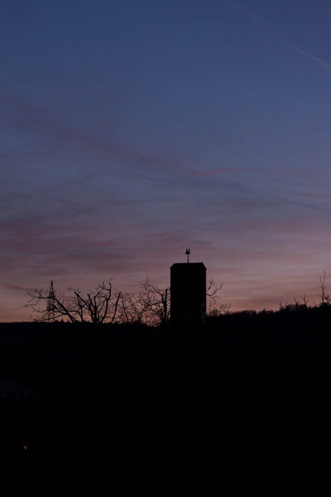 Merkur um 19:19 Uhr MEZ (direkt oberhalb des Kichturms). Bild: B. Knispel