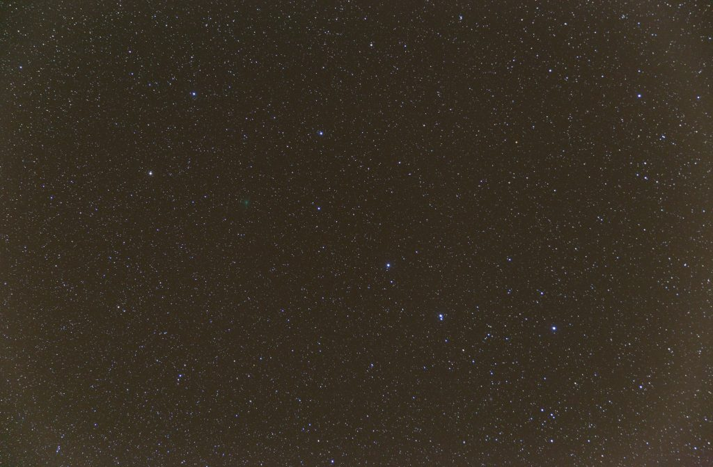 Aus 20 Einzelaufnahmen zusammengerechnetes Bild mit einer Gesamtbelichtungszeit von 4:20 min. Bild: B. Knispel