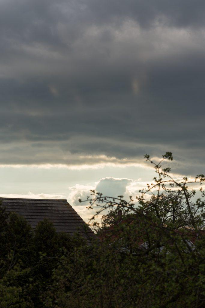 Blick grob nach Westen am 19. April 2017 um 18:32 Uhr. (Bild: B. Knispel)