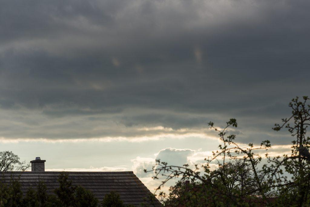 Blick grob nach Westen am 19. April 2017 um 18:33 Uhr. (Bild: B. Knispel)