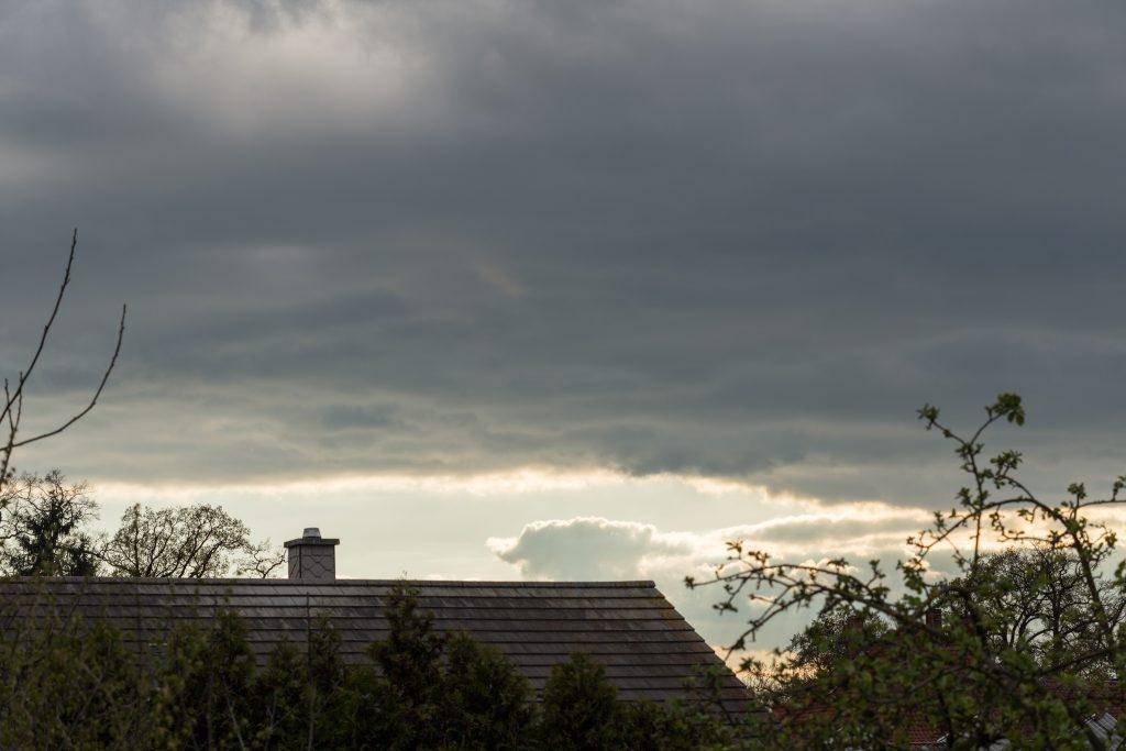 Blick grob nach Westen am 19. April 2017 um 18:37 Uhr. (Bild: B. Knispel)