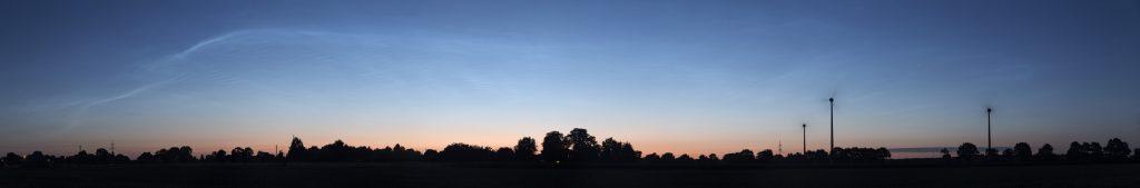 Zum Ende meiner Beobachtung leuchten die Nachtwolken noch immer in der bereits sehr hellen Morgendämmerung um 4:01 Uhr MESZ. (Bild: B. Knispel)