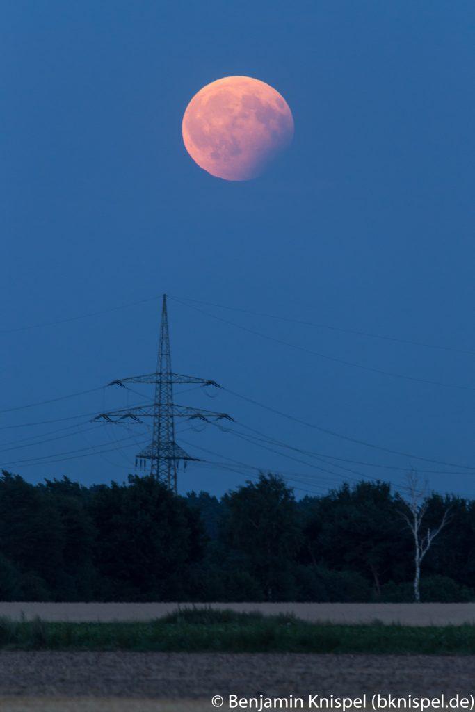 Anblick der Mondfinsternis um 21:13 Uhr in der Wedemark. (Bild: B. Knispel)