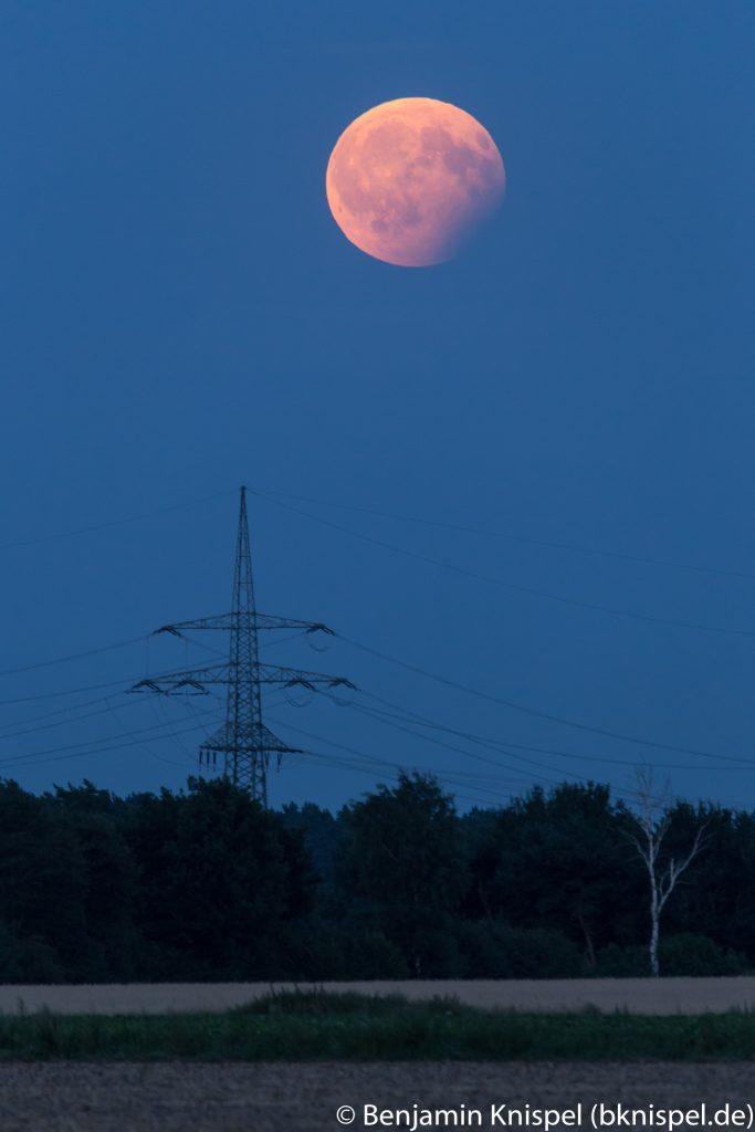 Mondfinsternis um 21:14 Uhr in der Wedemark. (Bild: B. Knispel)