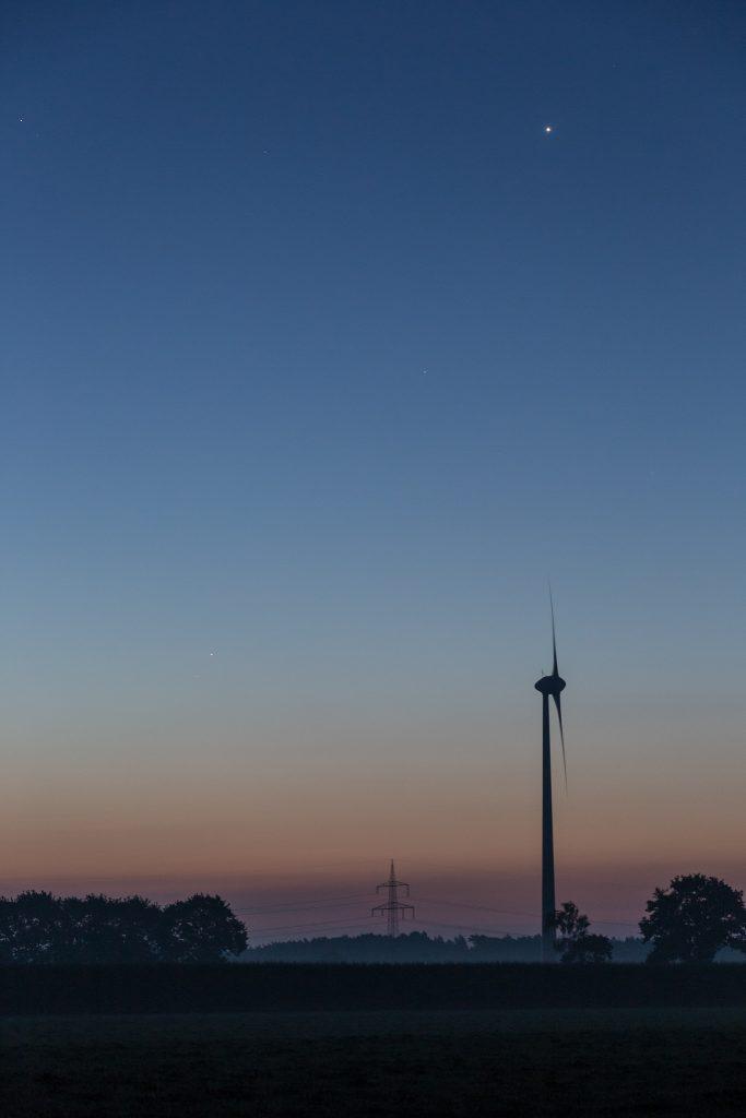 Detailblick auf die drei Planeten um 6:00 Uhr MESZ. (Bild: B. Knispel)