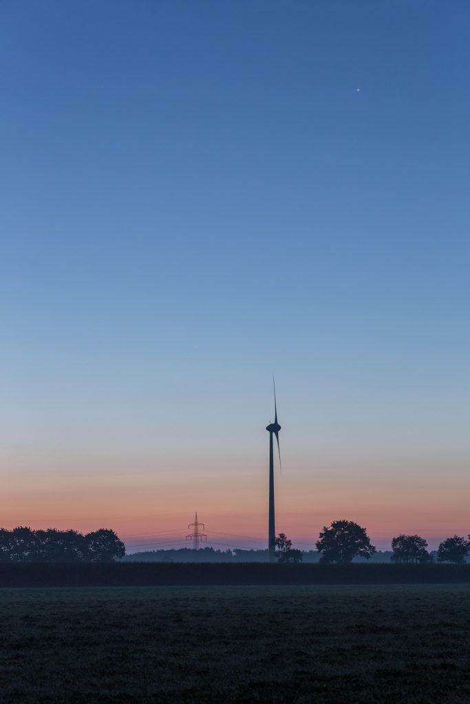 Final die drei Planeten in der fortgeschrittenen Dämmerung um 6:16 Uhr MESZ. (Bild: B. Knispel)