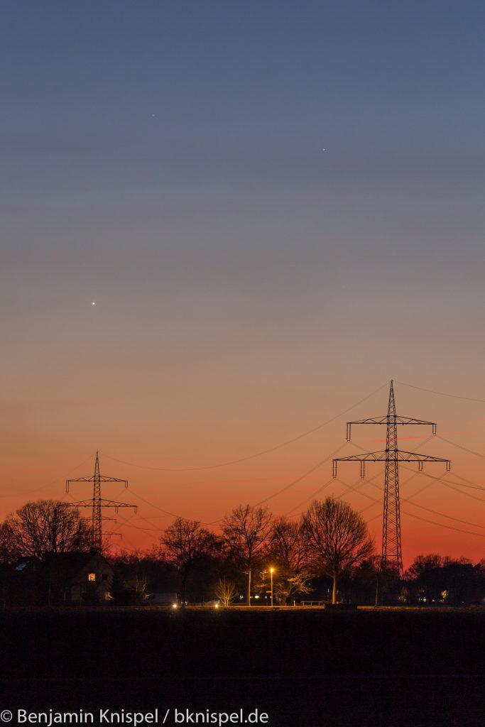 Venus (unten links) und Merkur (rechts oberhalb der Venus) am Abend des 19. März 2018 um 19:36 Uhr MEZ. (Bild: B. Knispel)