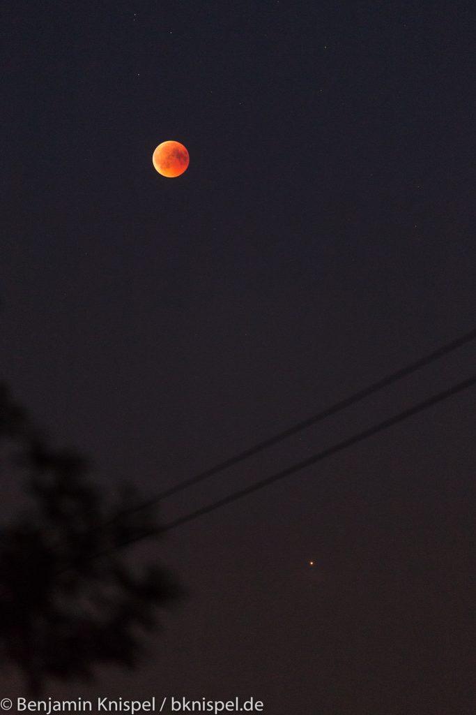 Mond und Mars im Detail. (Bild: B. Knispel)