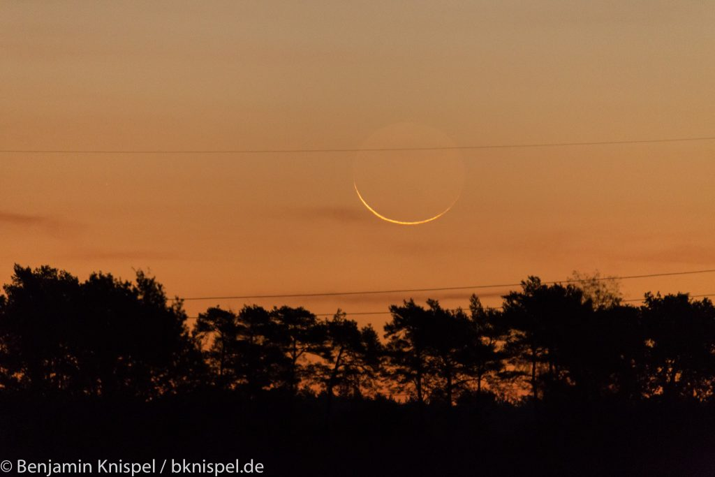 Schmale Mondsichel (rund 23 Stunden vor Neumond) um 6:26 Uhr am 8.10.2018.