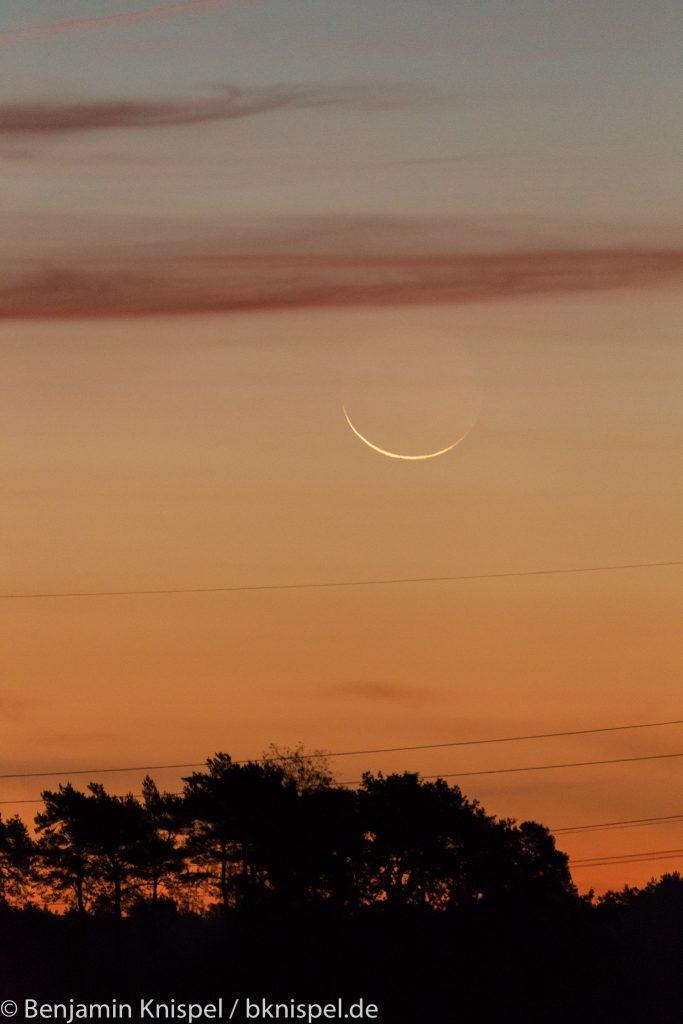 Schmale Mondsichel (rund 23 Stunden vor Neumond) um 6:33 Uhr am 8.10.2018.