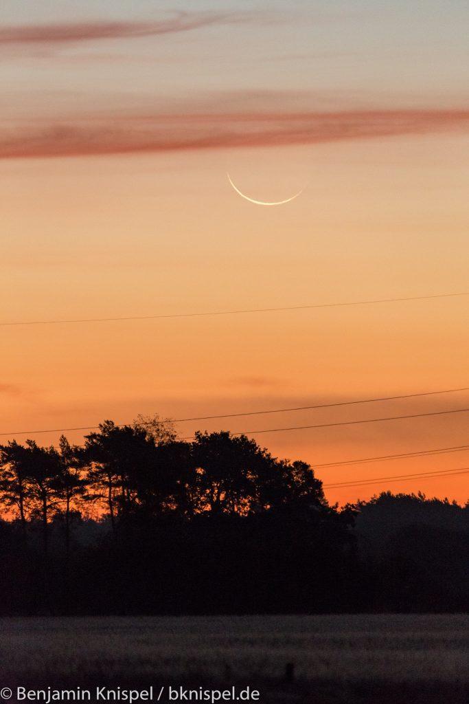 Schmale Mondsichel (rund 23 Stunden vor Neumond) um 6:35 Uhr am 8.10.2018.