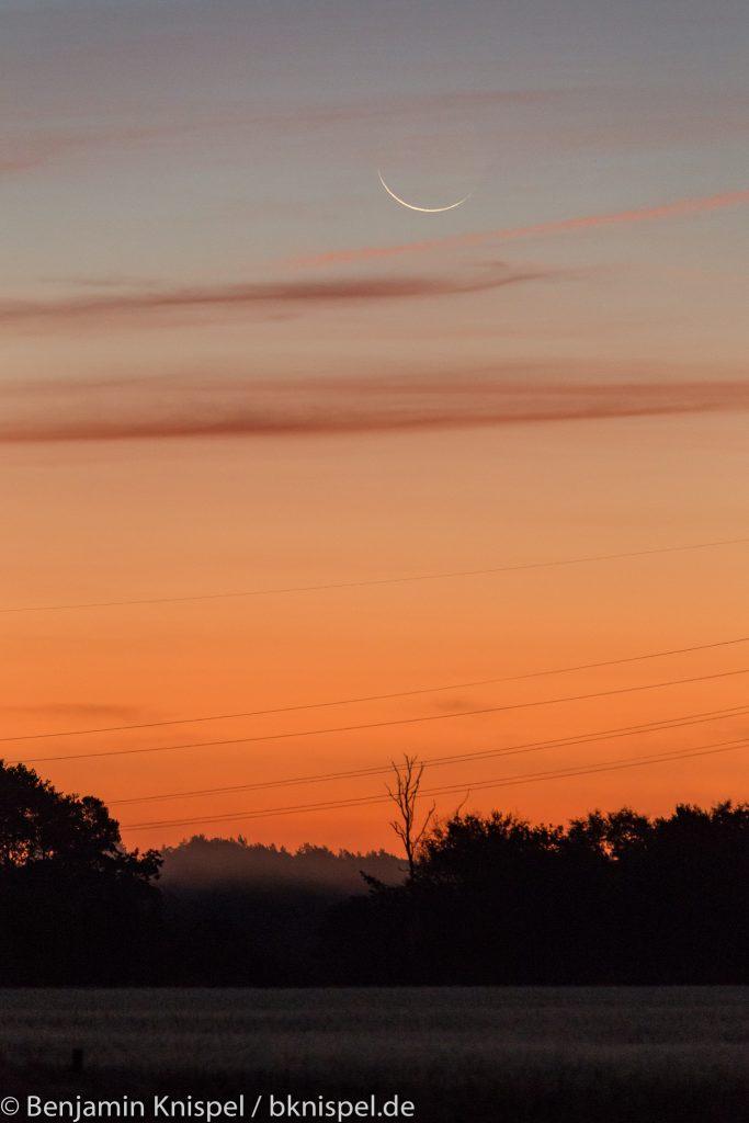Schmale Mondsichel (rund 23 Stunden vor Neumond) um 6:44 Uhr am 8.10.2018.