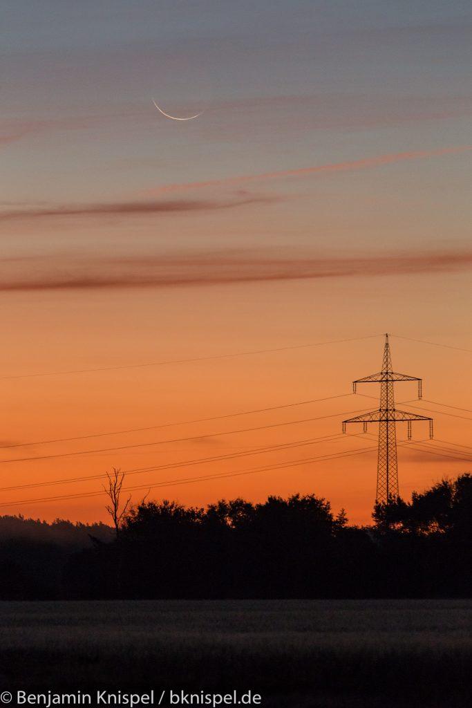 Schmale Mondsichel (rund 23 Stunden vor Neumond) um 6:47 Uhr am 8.10.2018.
